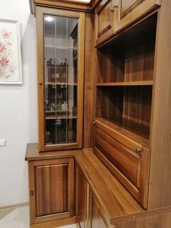 Деревянный массив (орех) угловой шкаф производство Италия