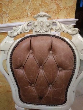 Продам  комплект стульев натуральная кожа