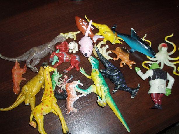 .Животные(динозавры),пасочки,лопатки,посуда детская