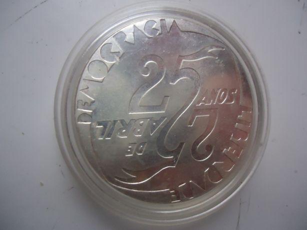 moeda muito antiga de 1000 escudos XXV aniversário 25 abril