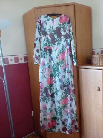 Sukienka z bardzo zwiewnego materiału