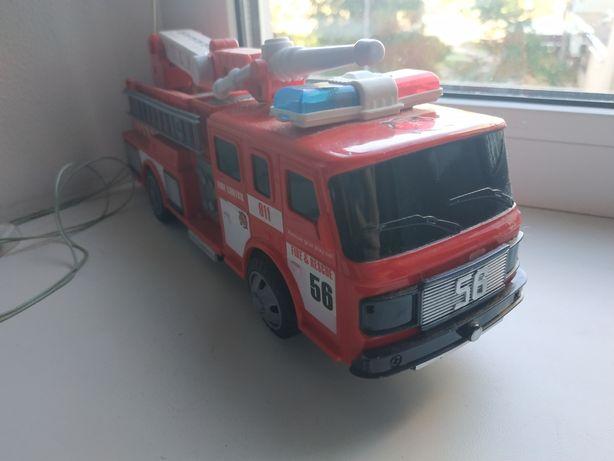 Игрушечная пожарная машина