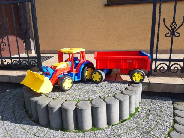 Traktor z przyczepą WADER