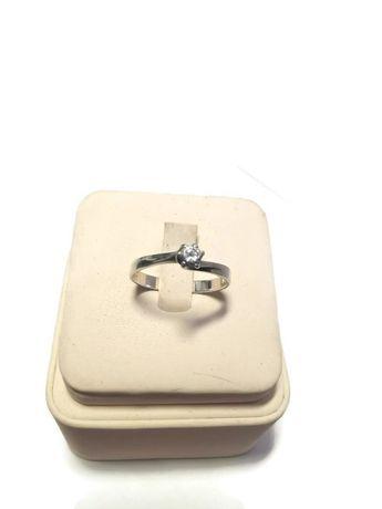 Srebrny pierścionek 925/1,63g