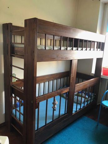 Łóżko piętrowe z łóżeczkiem dla niemowląt (starsze i młodsze dziecko)