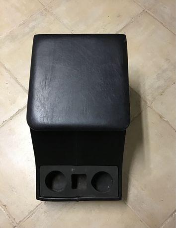 Podłokietnik Defender110 Td5 pomiedzy fotele