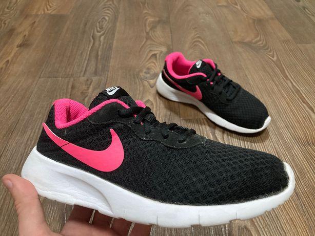 Кроссовки женские Nike TANJUN оригинал размер 36.5 б у