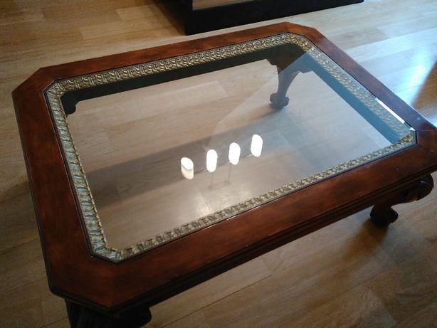 Piękny stół z blatem szklanym