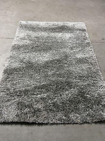 Carpete cinza prata