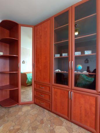 Срочно! Мебельная стенка с угловым, зеркальным шкафом!