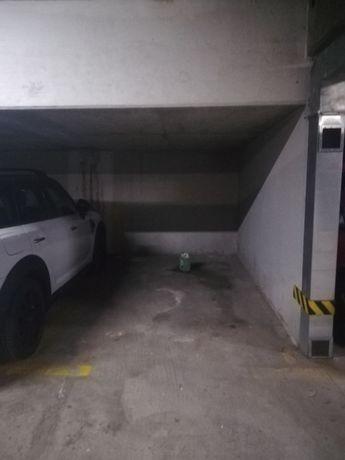 Miejsce w podziemnym garażu 2 minuty od metra Kabaty