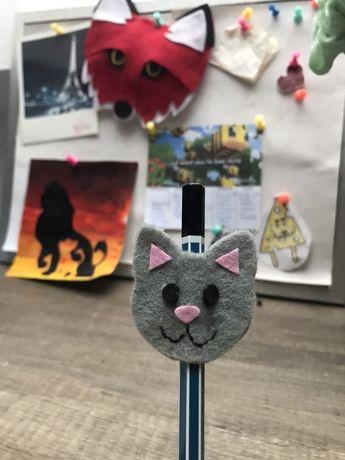 Ozdoba na ołówek z filcu handmade kot