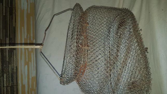 Stary metalowy kasiorek z zsmknieciem