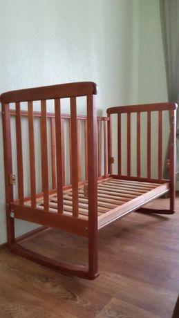 Продам детскую деревянную кроватку