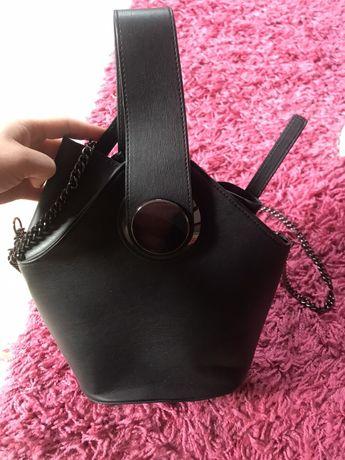 Czarna torebka reserved jak nowa pasek łańcuszek