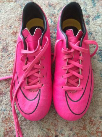 Buty sportowe korki Nike Jr. Support.T