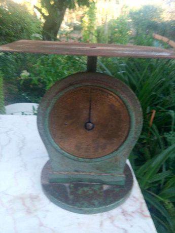 Balança muito antiga em ferro