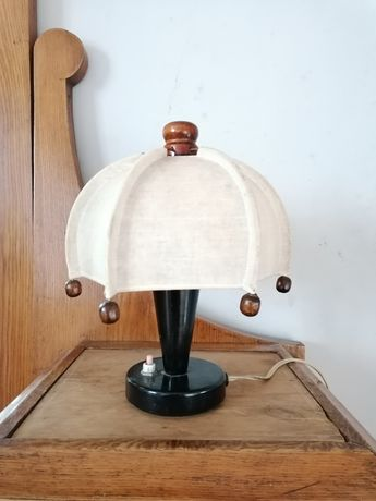 Mała lampka nocna z abażurem