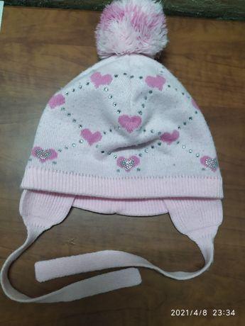 Демисезонная шапка на девочку до 2 лет