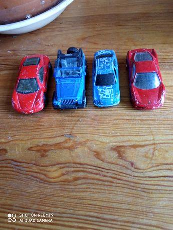 Машинки металлические.