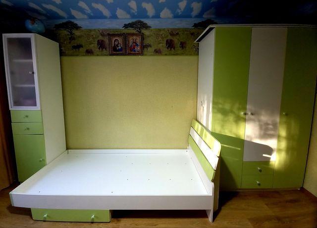 Комплект детской мебели. Детская мебель.