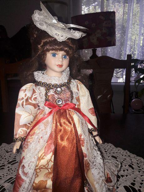 Lalka porcelanowa wys. 36cm. (514)