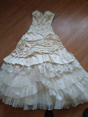 Продам свадебное платье после химчистки р. 44-46