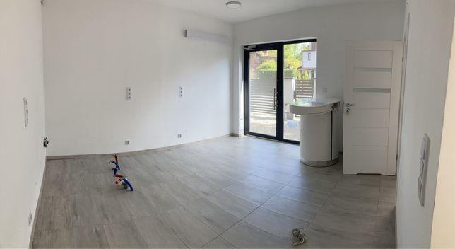 Lokal w nowym budynku jasny czysty cena 2.200 bez innych opłat