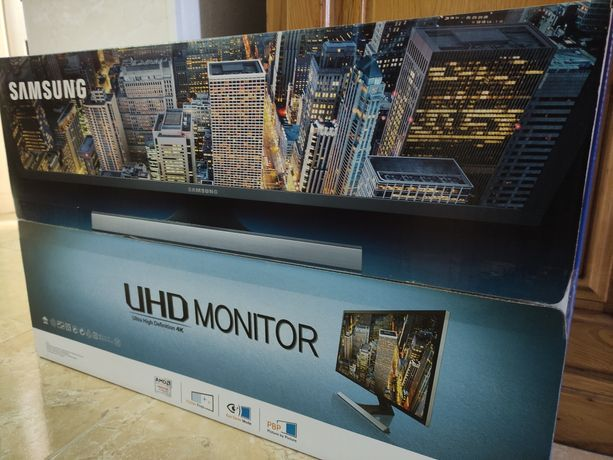 """Samsung UE570 28"""" UHD 4K NOVO"""