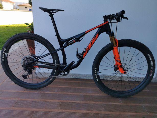 Bicicleta Btt suspensão total carbono