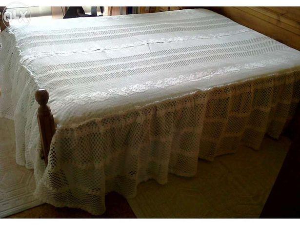 Colcha de croché P/ cama de casal em optimo estado