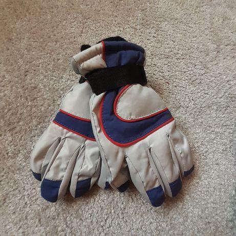 Nowe rękawiczki narciarskie