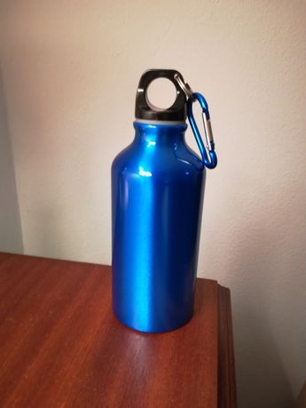 Garrafa de água em alumínio nova