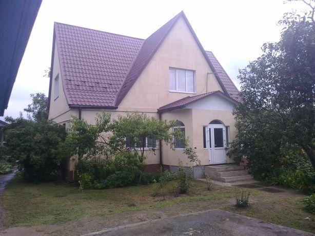 Продам двоповерховий будинок з меблями та технікою.
