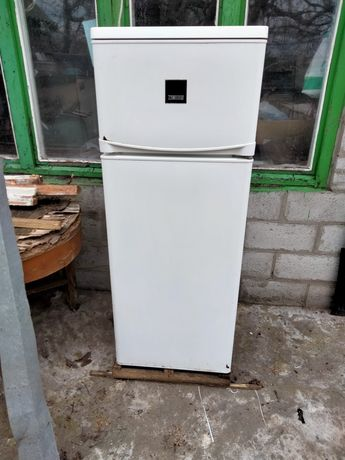 Холодильник Zanussi СТ 235