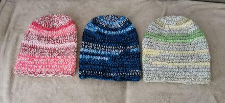 Modne czapki z wełny