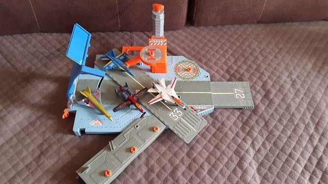 Matchbox - Lotniskowiec - Sekretna baza lotnicza Sky Busters