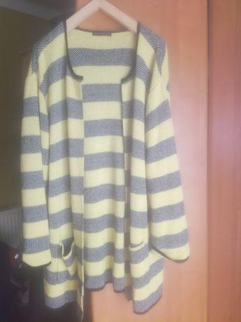 Duży sweterek damski wdzianko