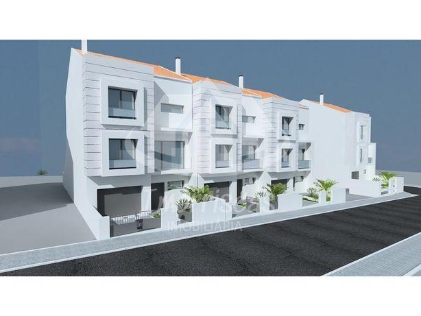 Moradia T3+1 em construção, no Alto de São Lourenço em Sa...