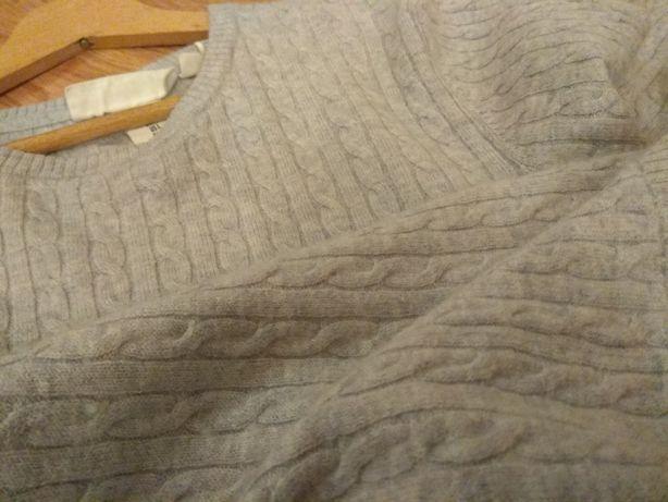 Sweter z wełną w warkocze