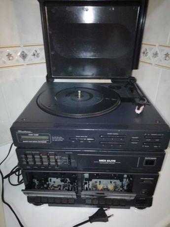 Gira Discos Rádio E Leitor de Cassetes Antigo com Comando