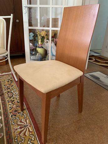Mesa e cadeiras sala