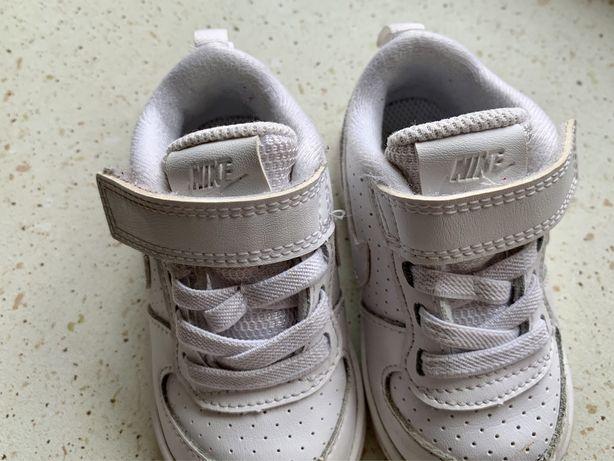 Butu Nike court 19,5.