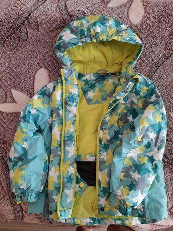 Демісезонна курточка на дівчинку розмір 110-116