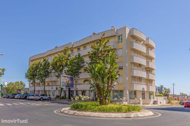 Apartamento T2 na Rua Mouzinho de Albuquerque, 204 B, Urb. Portela