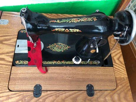 Швейная машина с ножным приводом в тумбе Подольск