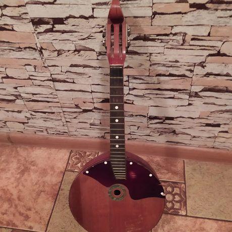 Домра-музыкальный инструмент