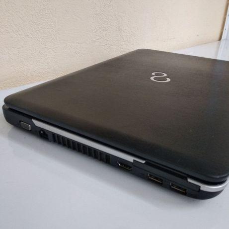 Ноутбук для учебы и работы Fujitsu на i3 проце с SSD