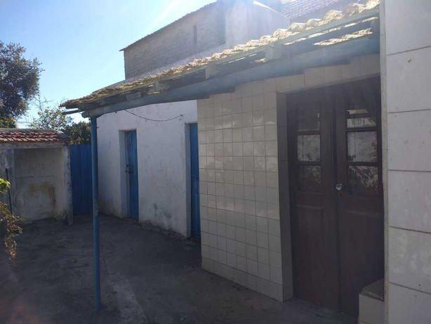 Casa antiga, térrea, p/ remodelar, poço e quintal...