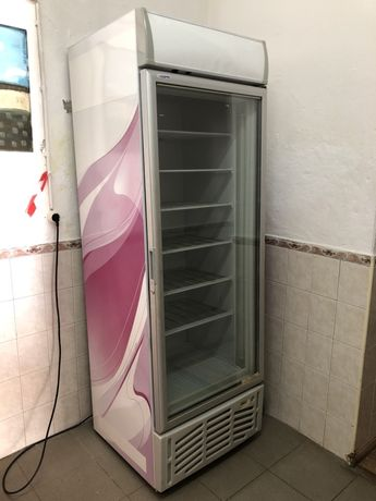 Arca congeladora vertical COFRI 280 L util